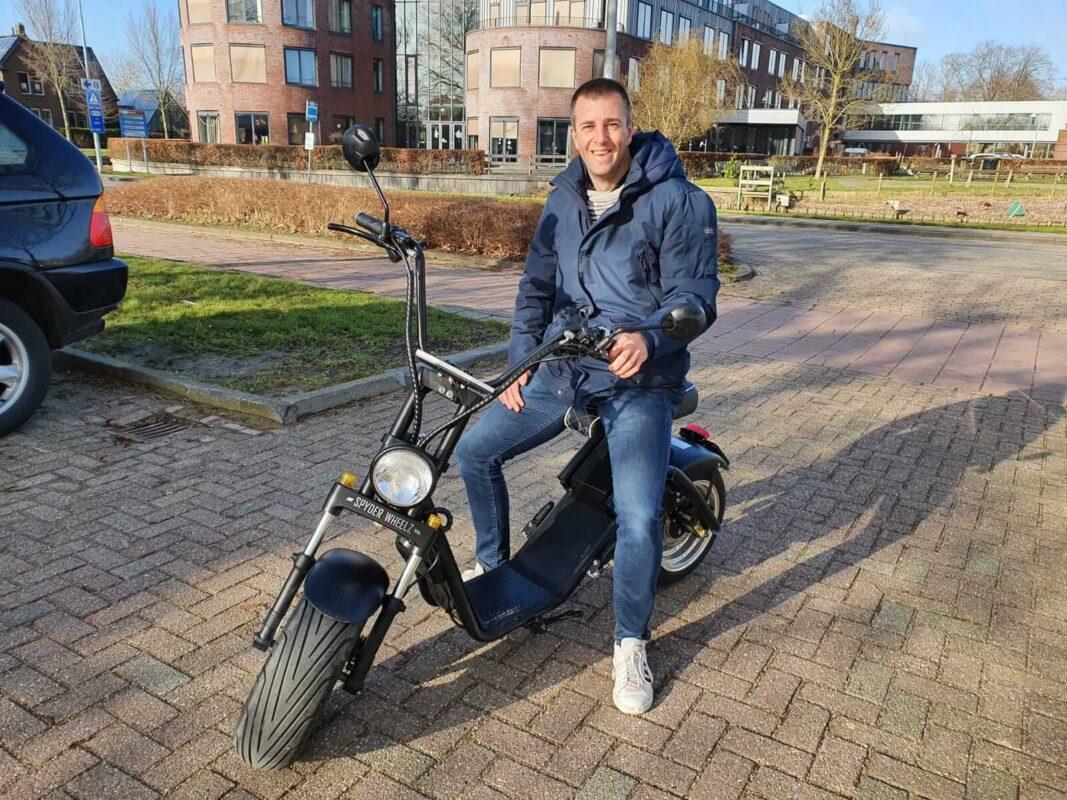 een badass elektrische scooter huren in steenwijk of giethoorn